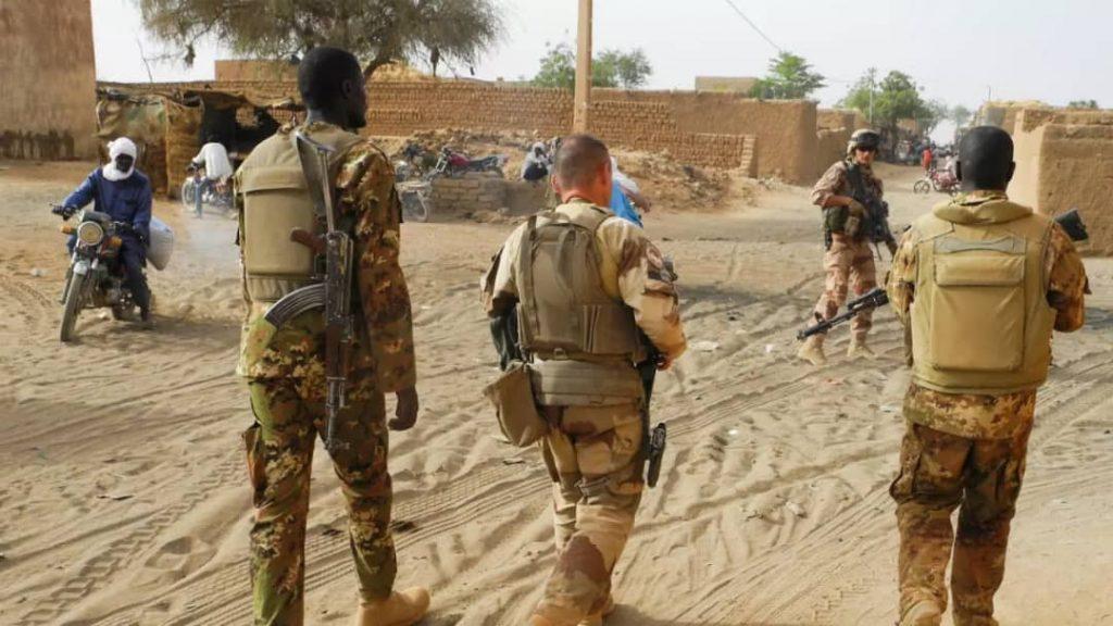 La France suspend sa cooperation militaire. Rubrique: International, politique