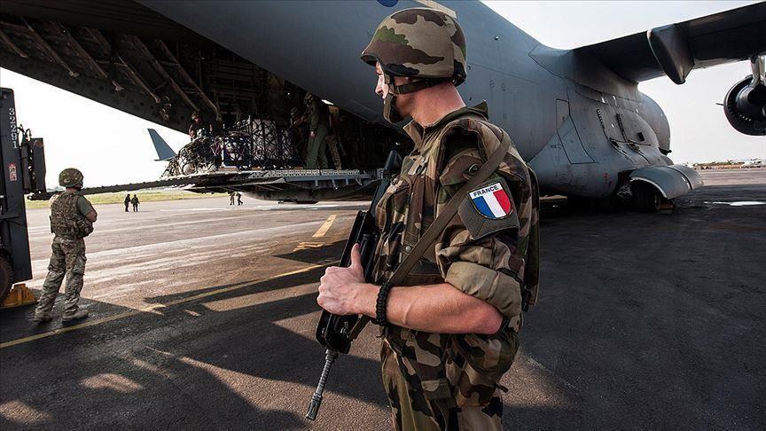 Le débat sur la présence des troupes militaires étrangères dans les pays du Sahel est loin d'être clos. Si pour les uns, les armées étrangères « amies » sont là pour aider les pays africains à traquer les terroristes, d'autres pensent le contraire et appellent à leur départ. Pour sa part, le consultant en extrémisme violent au Sahel, Mahamoudou Savadogo estime que le départ de la France du Sahel serait une catastrophe pour les pays du Sahel.